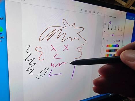 Piirtämiseen ja muistiinpanoihin sopiva S-pen-kynä kuuluu hintaan.