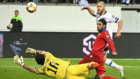 Teemu Pukki teki kaksi maalia Armenian verkkoon.