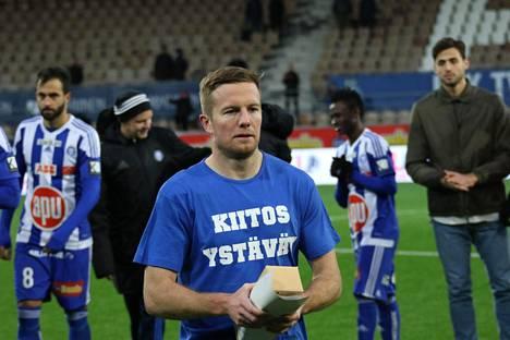 HJK:n kapteeni Sebastian Sorsa hyvästeli kannattajat.