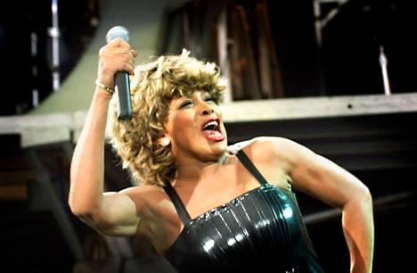 Tina Turner esiintymässä Suomessa vuonna 2000.