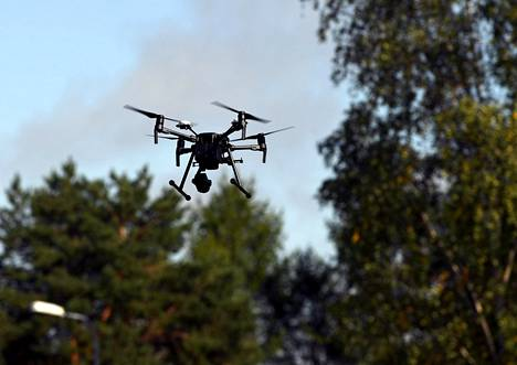 Poliisin lennättämää dronea käytettiin etätunnistamaan muut ilmassa olevat lennokit.