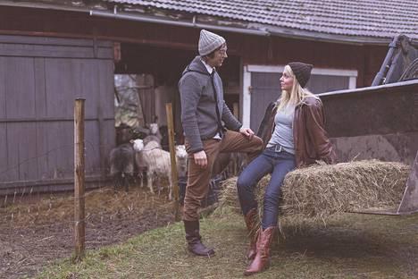 Myssyfarmin isäntäpari Janne ja Anna.