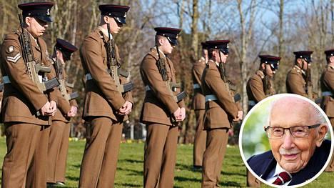 Ison-Britannian puolustusvoimat kunnioittivat edesmennyttä sotaveteraania lauantaina Bedfordissa.