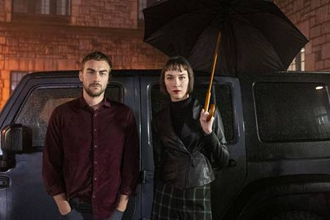 Helstrom-sarjan päähenkilöt Daimon (Tom Austen) ja Ana Helstrom (Sydney Lemmon) ovat sarjamurhaajan lapsia. Sarja perustuu Marvelin sarjakuviin.