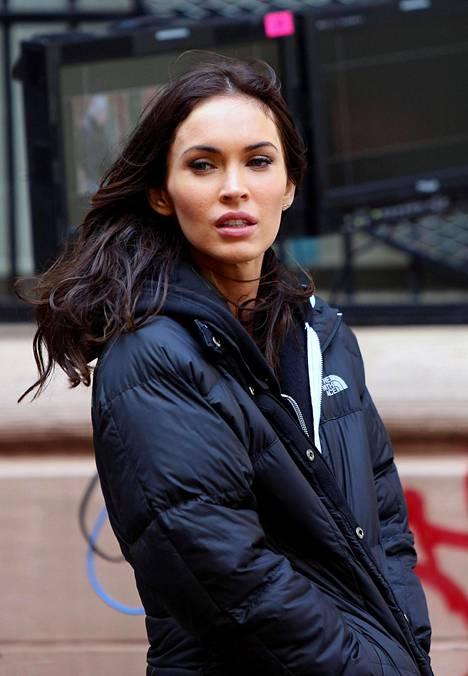 Megan Fox on aina viihtynyt tummassa tukassa.
