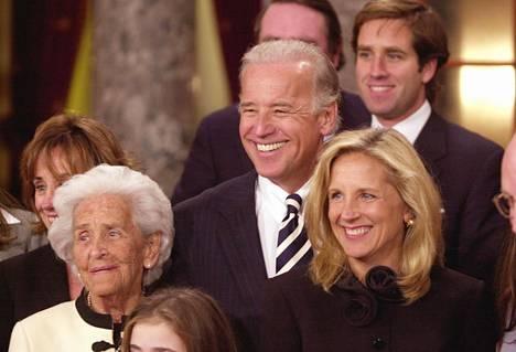Jill ja Joe Biden vuonna 2003. Jill Bidenin mukaan hän ei tuolloin ollut innoissaan siitä, että hänen miehensä harkitsi presidenttiehdokkaaksi pyrkimistä.