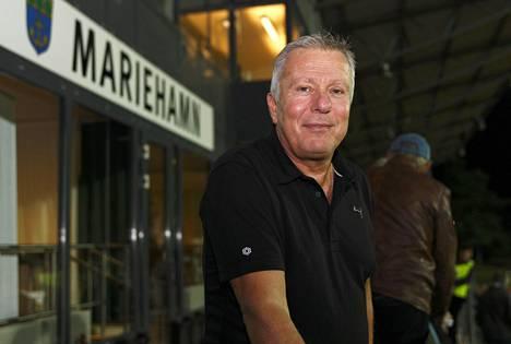 Seurajohtaja Peter Mattsson lupaa, että sunnuntaina kaikki halukkaat mahtuvat Wiklöf Holding Arenalle.