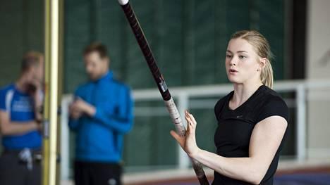 Wilma Murto kuvattuna harjoittelemassa Kupittaan urheiluhallissa huhtikuun lopulla.