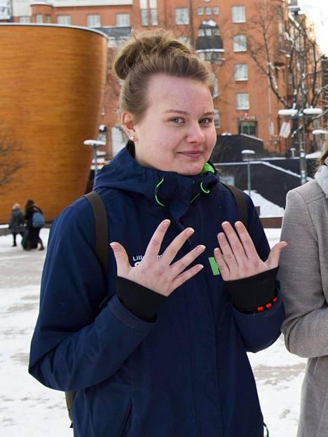 Katja Korhonen kannustaa muita lämpimään pukeutumiseen.