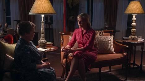 Sarah saa kuulla Elizabethin vaietun salaisuuden uuden vuoden kynnyksellä.