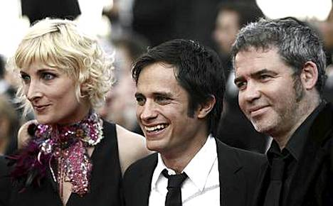 Cannesin juryn jäsenistä Charlotte Lipinska, Gael Garcia Bernal ja Stephane Brize.