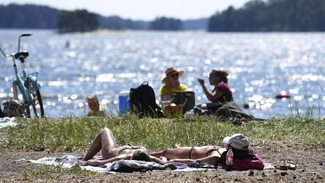 Auringonottaminen altistaa suurille määrille UV-säteilyä, joka lisää melanoomariskiä.