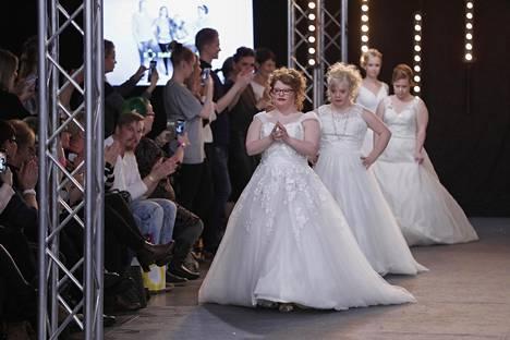Victoria & Vincent -hääpukumerkin Kristian Vaalamäki kehui malleja tunnollisimmiksi näkemikseen.