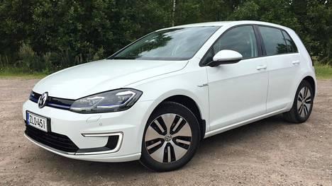 Volkswagen e-Golfin hinta on alkuperäisestä taksasta pudonnut rajusti.