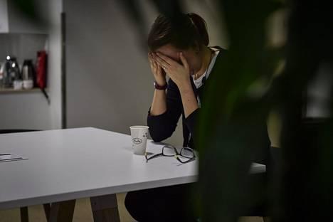 Työikäisten muistisairaus jää usein diagnosoimatta, sillä oireet ovat samankaltaisia kuin työuupumuksessa ja masennuksessa.