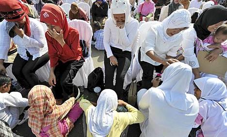 Indonesiassa lapset pesivät äitiensä jalat ramadanin aattona.