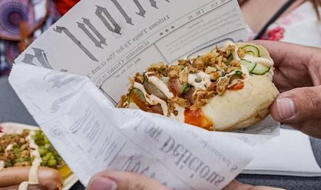 Tätä hodaria possunkyljellä tarjoilee Wanaja Festivaleilla Butcher's Hot Dogs and More Food Truck.