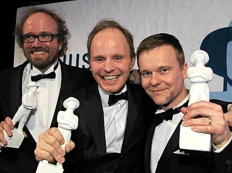Tuottaja Aleksi Bardy, ohjaaja Dome Karukoski ja käsikirjoittaja Pekko Pesonen juhlivat Napapiirin sankarit -elokuvan menestystä. Se palkittiin paitsi parhaasta käsikirjoituksesta ja ohjauksesta, sekä yleisö että asiantuntijaraati valitsivat sen vuoden parhaaksi elokuvaksi.