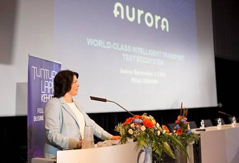 –Meillä on mahdollisuus nostaa Suomi maailman kärkeen älyliikenteen ja digitaalisen liikenneinfran kehittäjänä, Reija Viinanen sanoi.