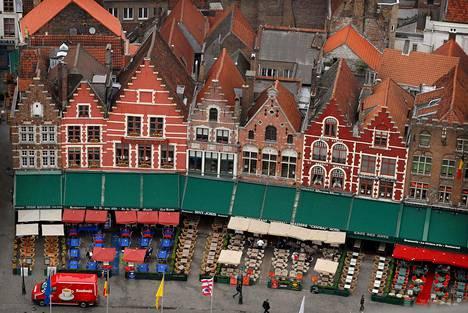 Bruggessa vetoavat suklaakaupat ja keskiaikainen arkkitehtuuri.