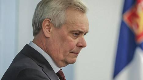 Antti Rinne saattaa vetää hallitustunnustelut. Demarit valitsevat tunnustelijan torstaina.