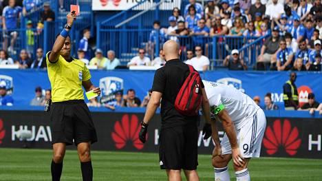 Zlatan Ibrahimovic ajettiin ulos idioottimaisen tempun seurauksena – katso video