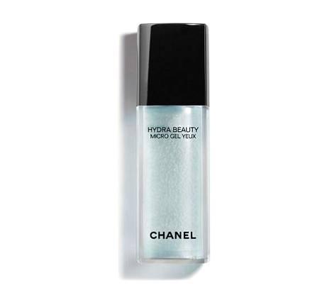 Chanelin Hydra Beauty Micro Gel Yeux -silmänympärysgeeli on yksi kauneustoimittajan suosikeista ja toimii myös huulille täydellisesti. 54,90 € / 15 ml, mm. Notino.fi.