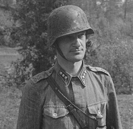Arto Virkkunen kirjoitti vankila-ajastaan muistelmakirjan Sörnäisten yleisesikunta. Kuvassa Virkkunen kapteenina jatkosodassa.