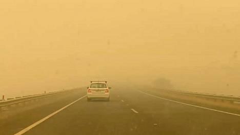 Australian pääkaupunki Canberra ja sinne johtavat tiet peittyivät sankkaan savuun uudenvuodenpäivänä.