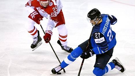 Keskushyökkääjä Eetu Luostarisen loukkaantuminen oli Suomelle paha takaisku.