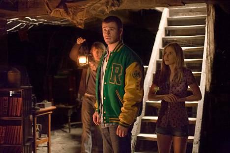 Thor-elokuvien tähti Chris Hemsworth esittää yhtä pääosaa omaperäisessä kauhufantasiassa Cabin in the woods.