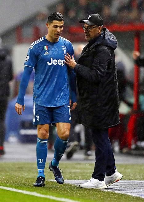 Myös viime viikolla kentältä poistui kesken kaiken pettynyt lusitaani. Ronaldo vaihdettiin Mestarien liigan ottelussa Moskovan Lokomotivia vastaan 81. minuutilla.