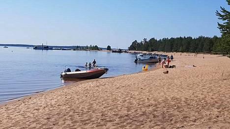 Upeista hiekkatörmistä tunnettu Ärjänsaari on Oulujärven helmi.