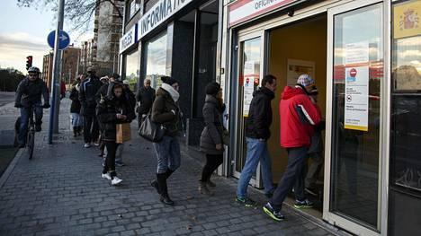Espanjassa oli euro- ja EU-maiden toiseksi suurin työttömyys.
