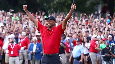 """Tuhannet katsojat villiintyivät Tiger Woodsista: """"Minun oli vaikea olla itkemättä"""""""