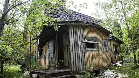 Espoosta löytyy paikoilleen hylätty kylä, jonka historiaan liittyy monta surullista tarinaa – kuvat paljastavat hävityksen