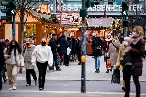 Saksa tiukensi koronarajoituksia keskiviikkona. Koulut siirtyvät etäopetukseen ja suurin osa kaupoista suljetaan 10. tammikuuta asti.
