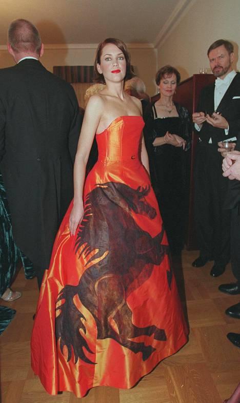 Sopraano Mari Palo Markus Rotkirchin suunnittelemassa puvussa vuonna 2000 jäi monen mieleen.