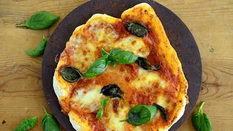 Maukas pizza ei vaadi kummoisia täytteitä. Hyvä pohja, raikas tomaattikastike ja mozzarella riittävät.