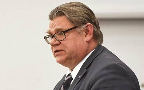 Ulkoministeri Timo Soini (ps) korosti, että jos Suomi tarvitsee lisää aseita, Suomi ostaa niitä.