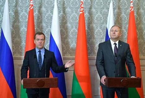 Venäjän pääministeri Dmitri Medvedev tapasi Valko-Venäjän pääministerin Sergei Rumasin Brestissä, Valko-Venäjällä viime viikolla.