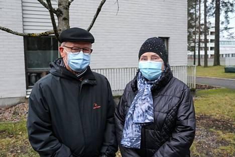 Ossi ja Kirsti Telkällä on pitkä yhteinen työhistoria Tuomas Gerdtin kanssa Kaukaan paperitehtaalla.