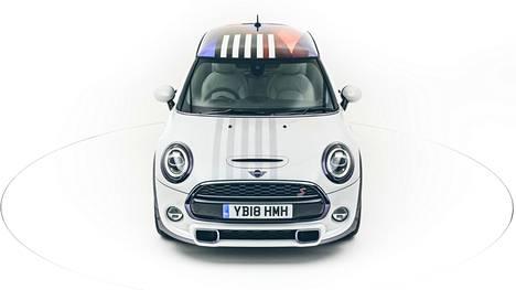 Windsorissa vietetään häitä lauantaina. Tämän auton voi huutaa itselleen niiden jälkeen.