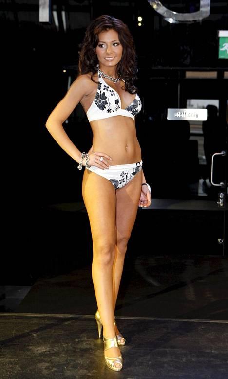 Sofia Belórf kruunattiin Miss Helsingiksi 2010.