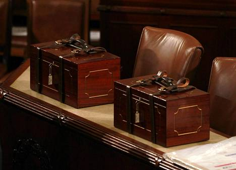 Valitsijamiesten äänet sisältävät uurnat pelastettiin.