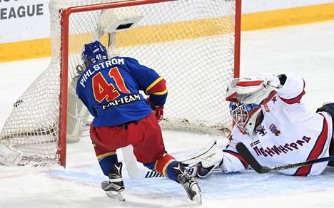 Tässä tilanteessa Antti Pihlström satutti oikean jalkansa. Hän ryntää SKA:n maalivahdista Mikko Koskisesta tulleeseen irtokiekkoon ja teki tilanteessa Jokerien 3–2-voittomaalin.