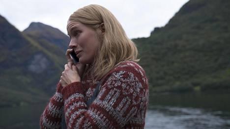 Laura Birn näyttelee Netflixin uutuussarjassa sen päähenkilön Elena-äitiä.