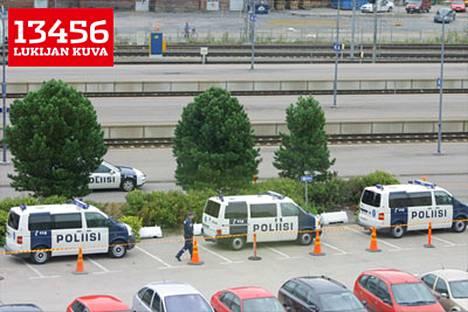 Tampereen rautatieasemalla oli paljon poliiseja turvaamassa arvovieraita.