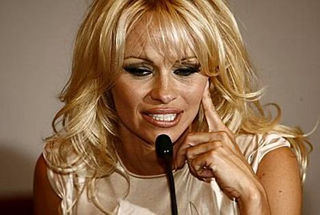 Pamela Andersonilla ei ollut tietoa Ellen Jokikunnaksen juonnon sisällöstä.