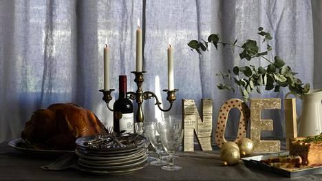 Ranskalaisessa joulupöydässä herkutellaan kalkkunalla.